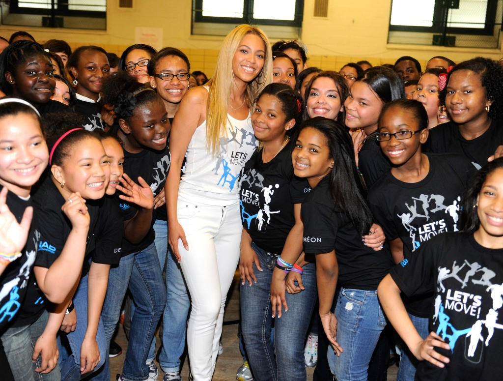 beyonce-with-students-kevin-mazur-getty.